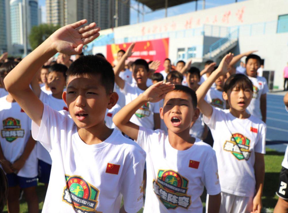 校园足球夏令营小学组闭营,148人获三级运动员资格