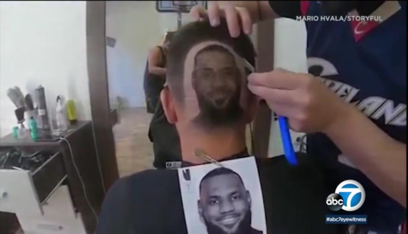 致敬偶像!一位塞尔维亚球迷将发型理成詹姆斯形象