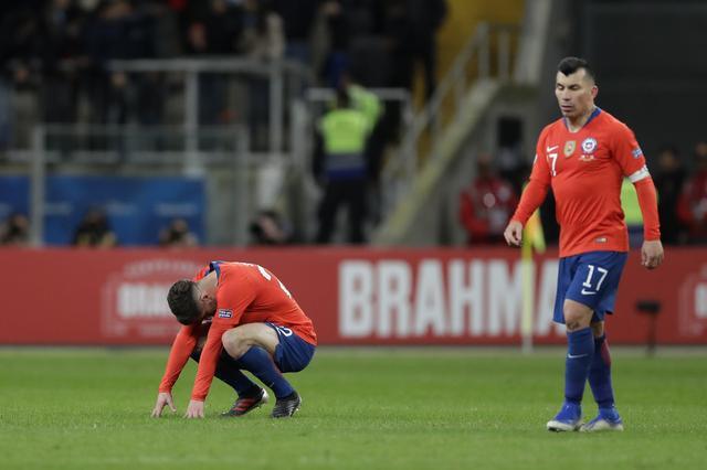 官方:博洛尼亚签下智利中场梅德尔