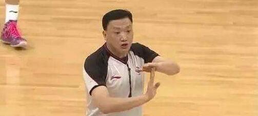 山东籍裁判叶楠将执法世界杯:鼓励中国男篮大胆身体对抗