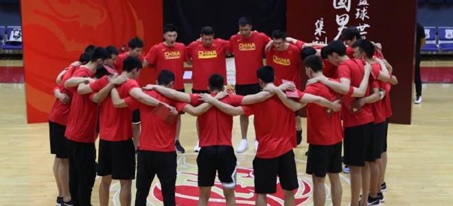 可兰白克晒男篮合照:中国队加油