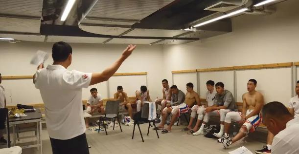 上海男篮赴德国拉练,董瀚麟发挥亮眼难阻三连败
