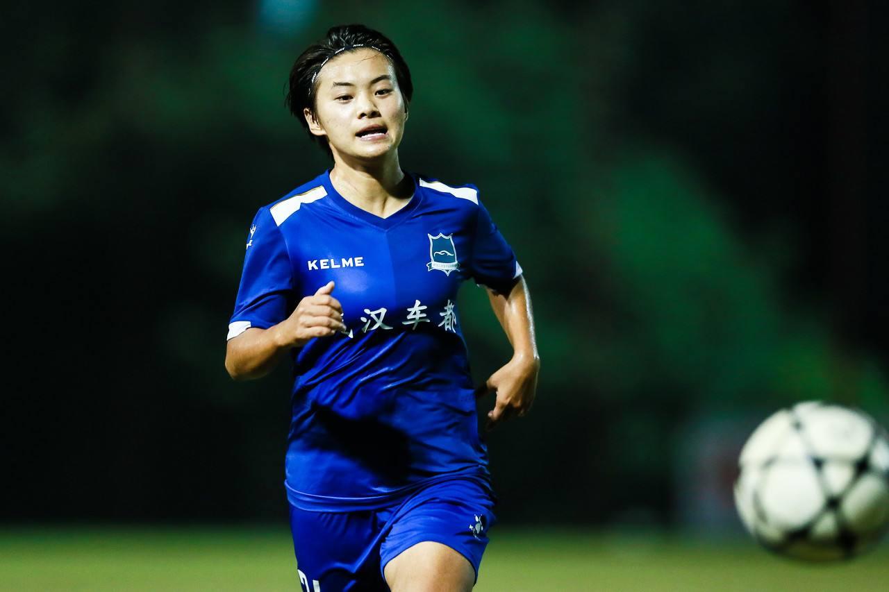 王霜赞武汉业余足球设施:甚至比女足职业队的还要好