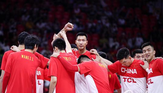 中国男篮生死战,易建联未首发