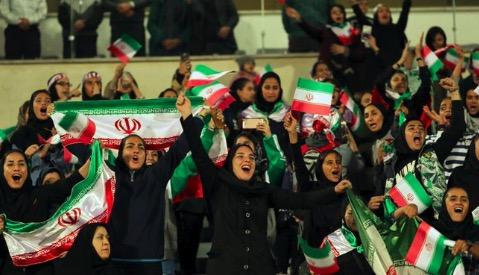 她想在伊朗看一场足球比赛,最终因此自焚身亡