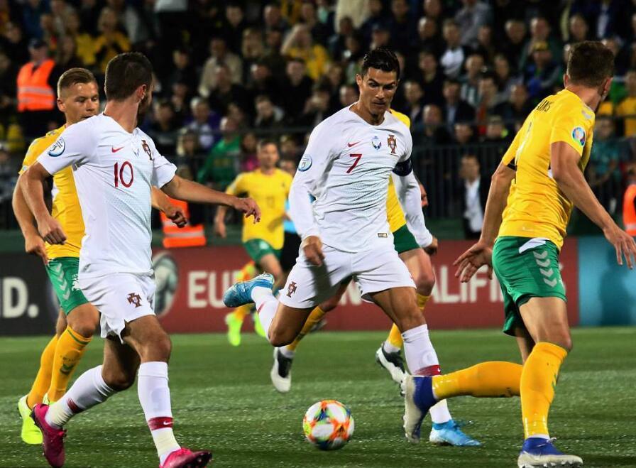 GIF:卡瓦略终场前低射破门,葡萄牙将比分锁定为5-1