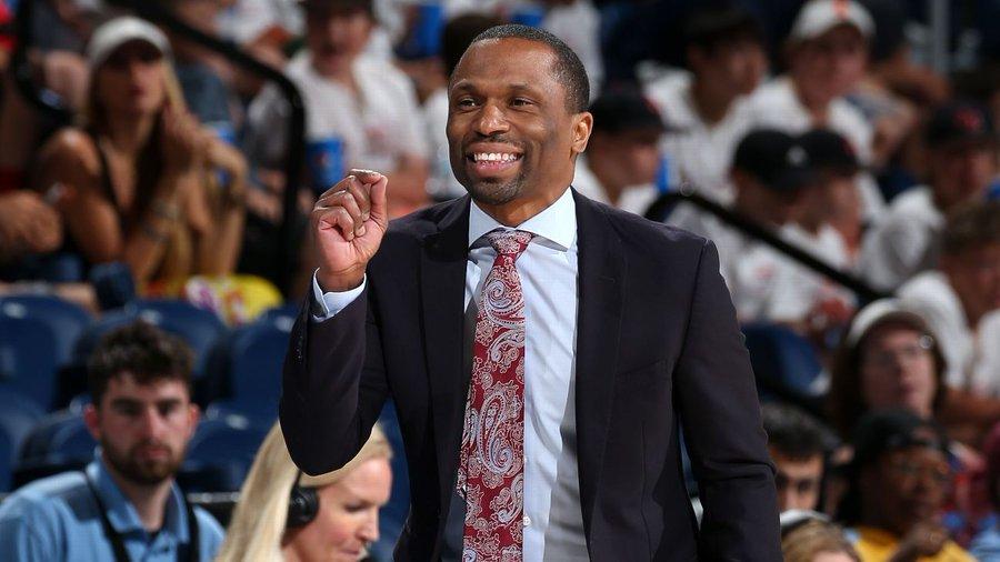 天空主帅詹姆斯-韦德当选WNBA最佳教练,费弃尔得票