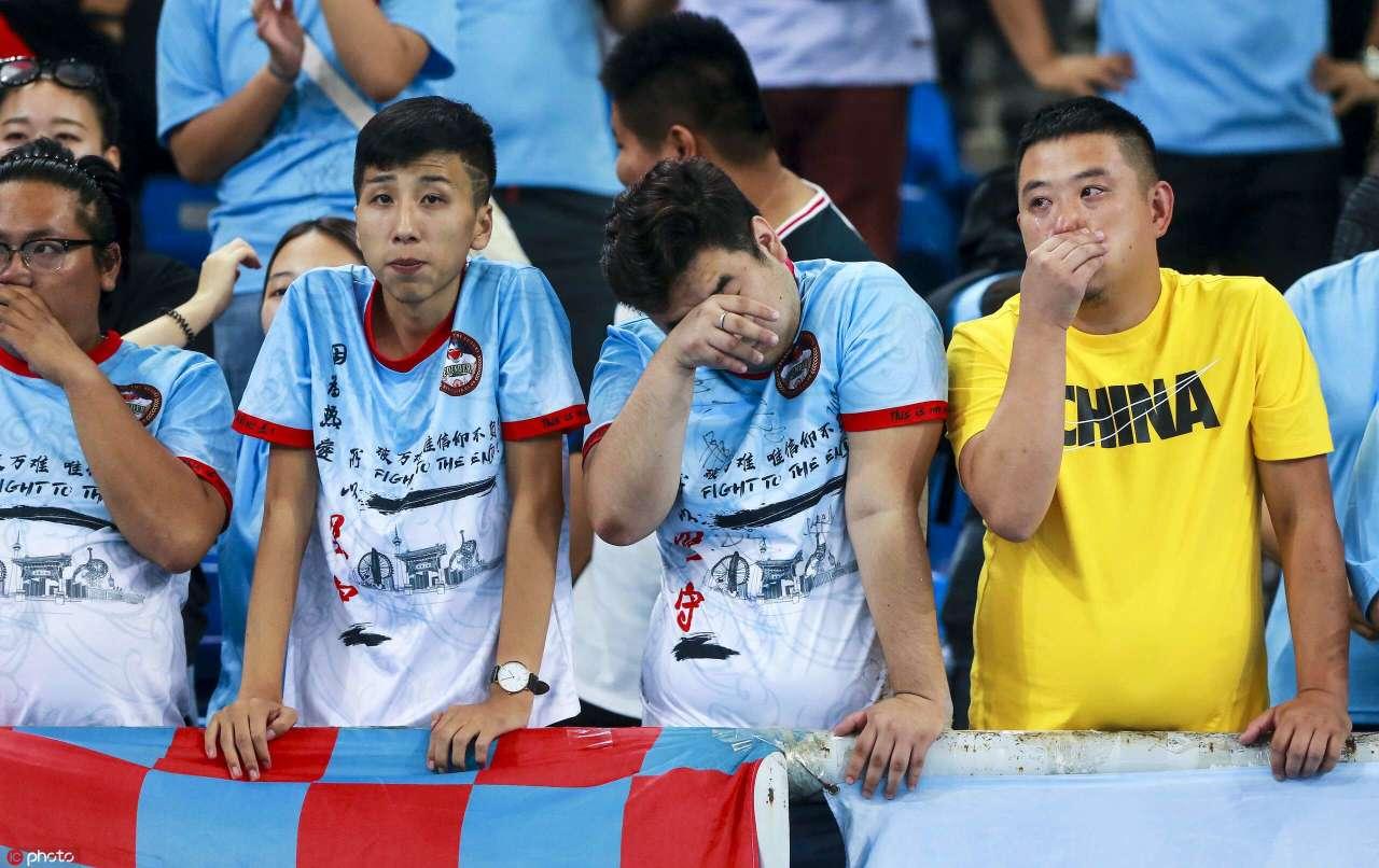 足球网址图流:主场3球惨败,天海球迷不禁饮泣