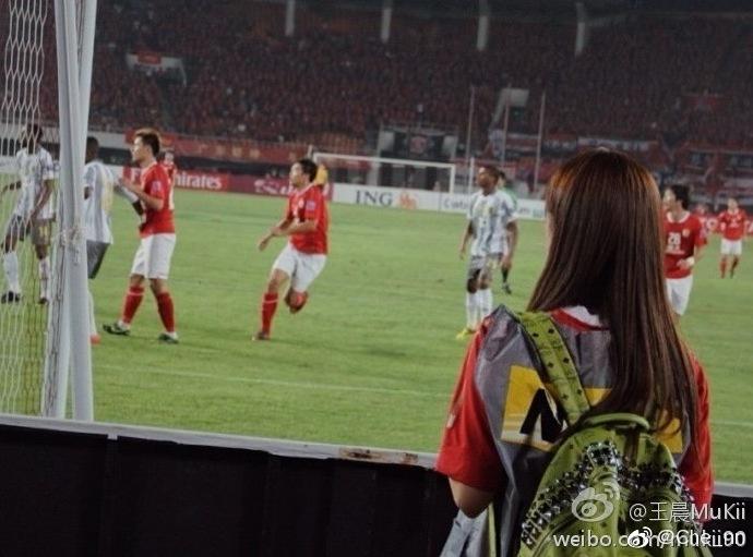 输球还有我在,王晨微博告白郜林:看球10年一直支持你