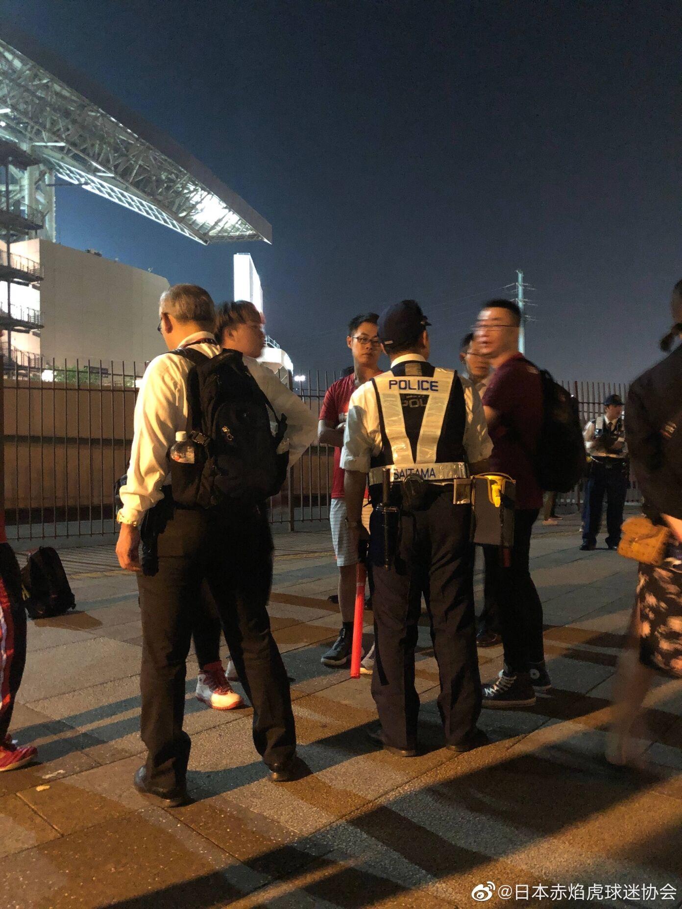恒大日本球迷协会:日本球迷赛后持棍棒围攻恒大球迷