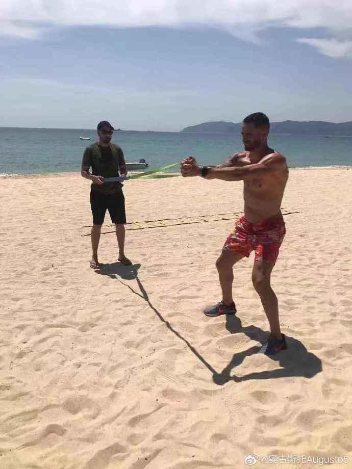 奥古斯托赴海南度假:这里太美了,也有助于开展训练