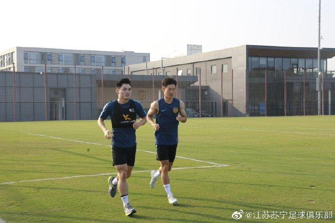 记者:黄紫昌伤病已经基本痊愈,休赛期频繁进行加练