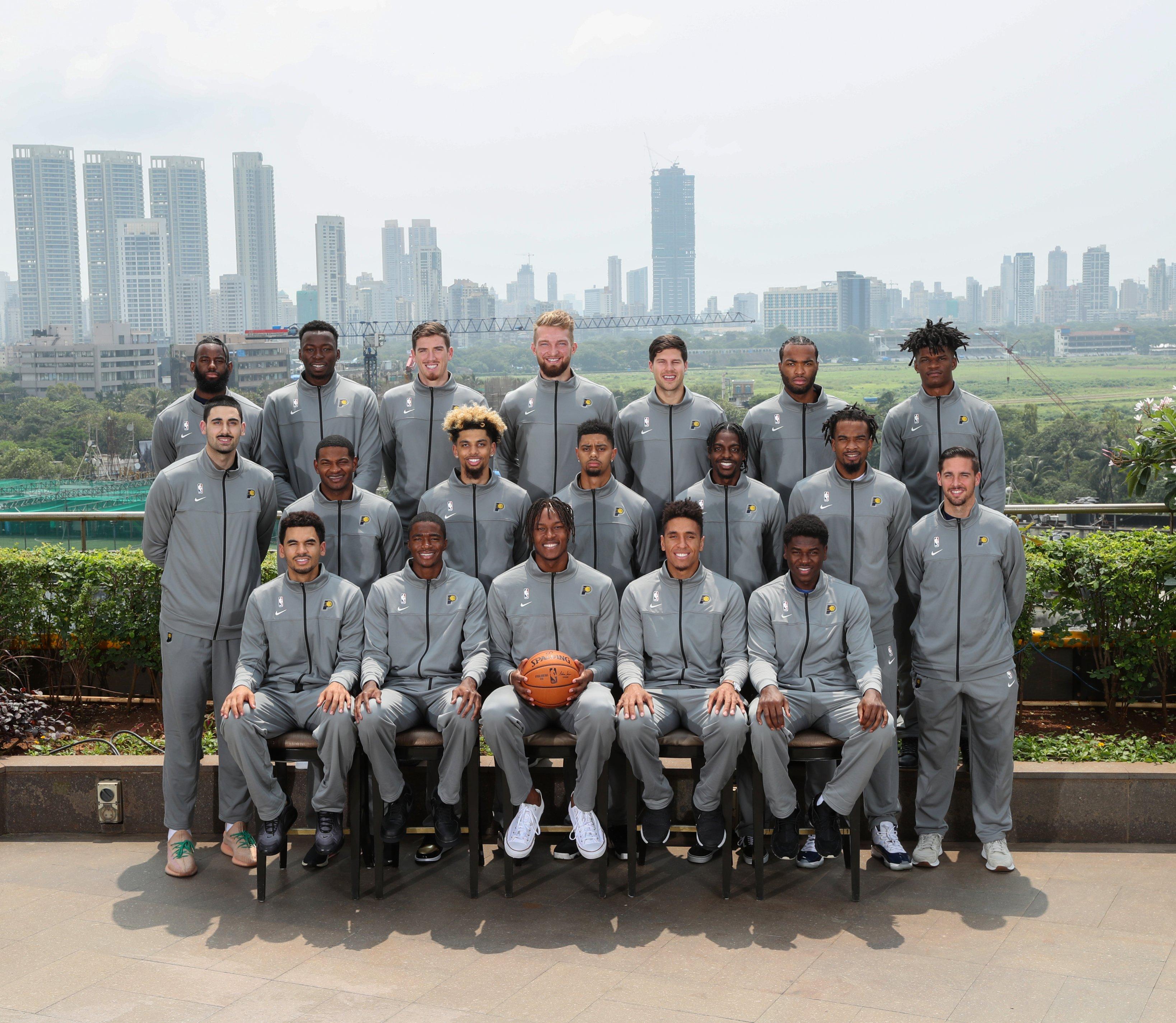 抵达孟买!NBA官方晒步行者全队合照及球员接受采访照