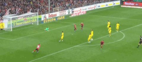 GIF:瓦尔德施密特远射得分,弗莱堡扳平比分