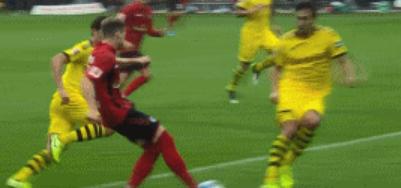 GIF:看着都疼,胡梅尔斯防守时脚踝被踩