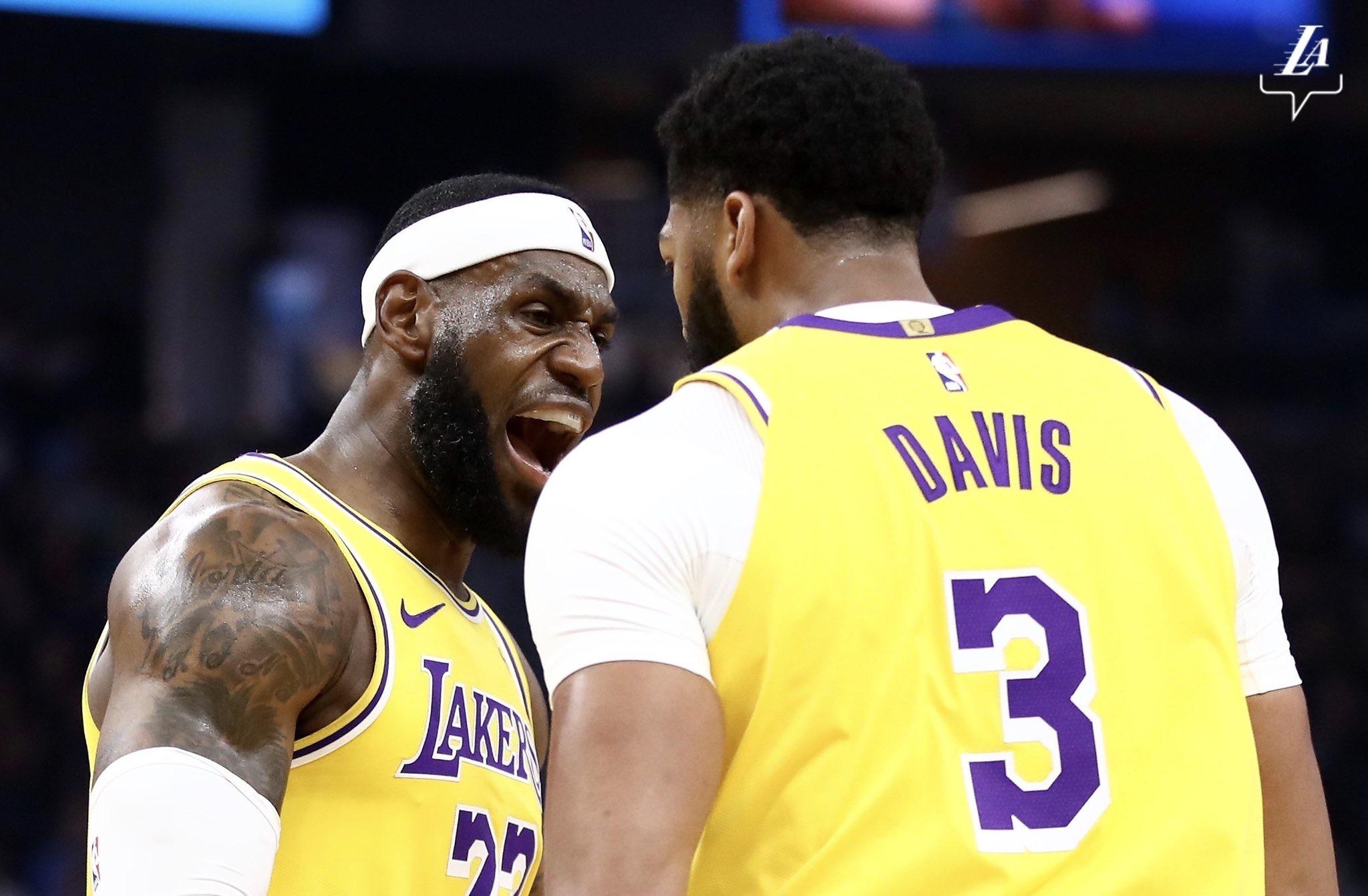 詹姆斯:戴维斯的篮球智商很棒,我们要互相促进