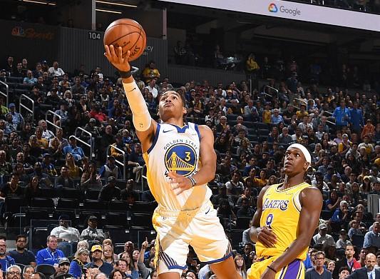 库里谈新秀普尔:他擅长投篮且很有自信,能帮球队赢球