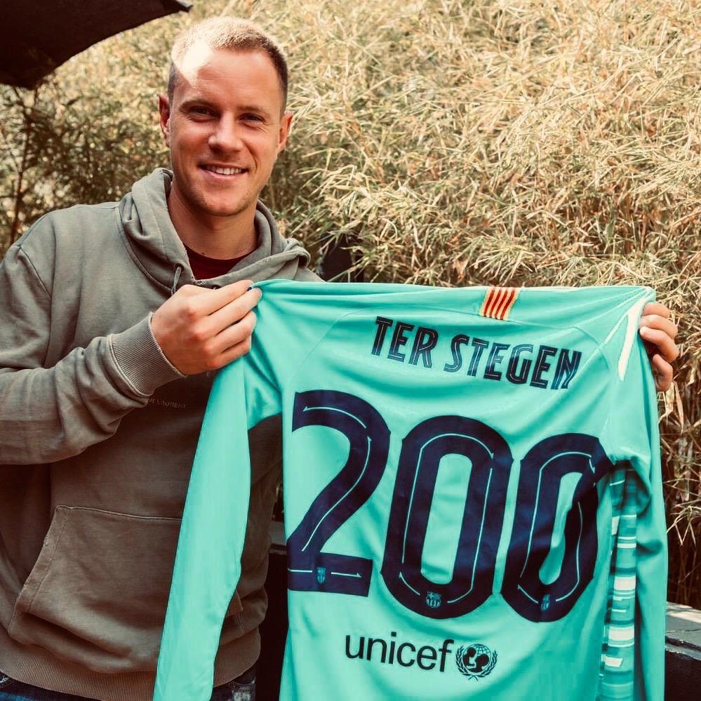 特狮晒巴萨第200场纪念球衣照:不只是一家俱乐部