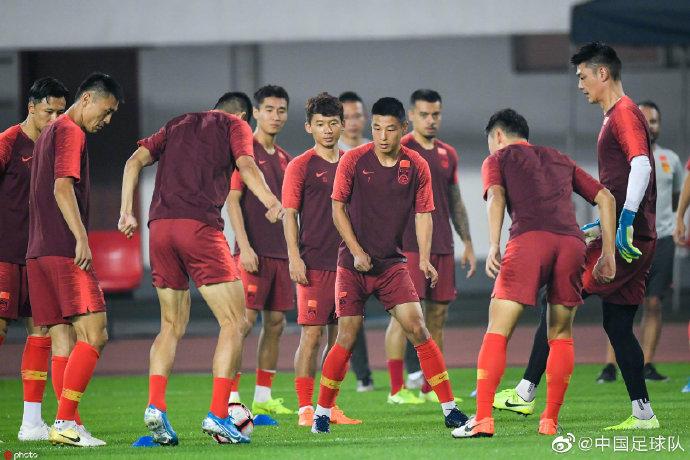 粤媒:虽然国足实力远强于关岛,但别忘了0-0中国香港