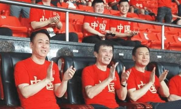 津媒:中超16家俱乐部代表齐聚天体观看国足战关岛