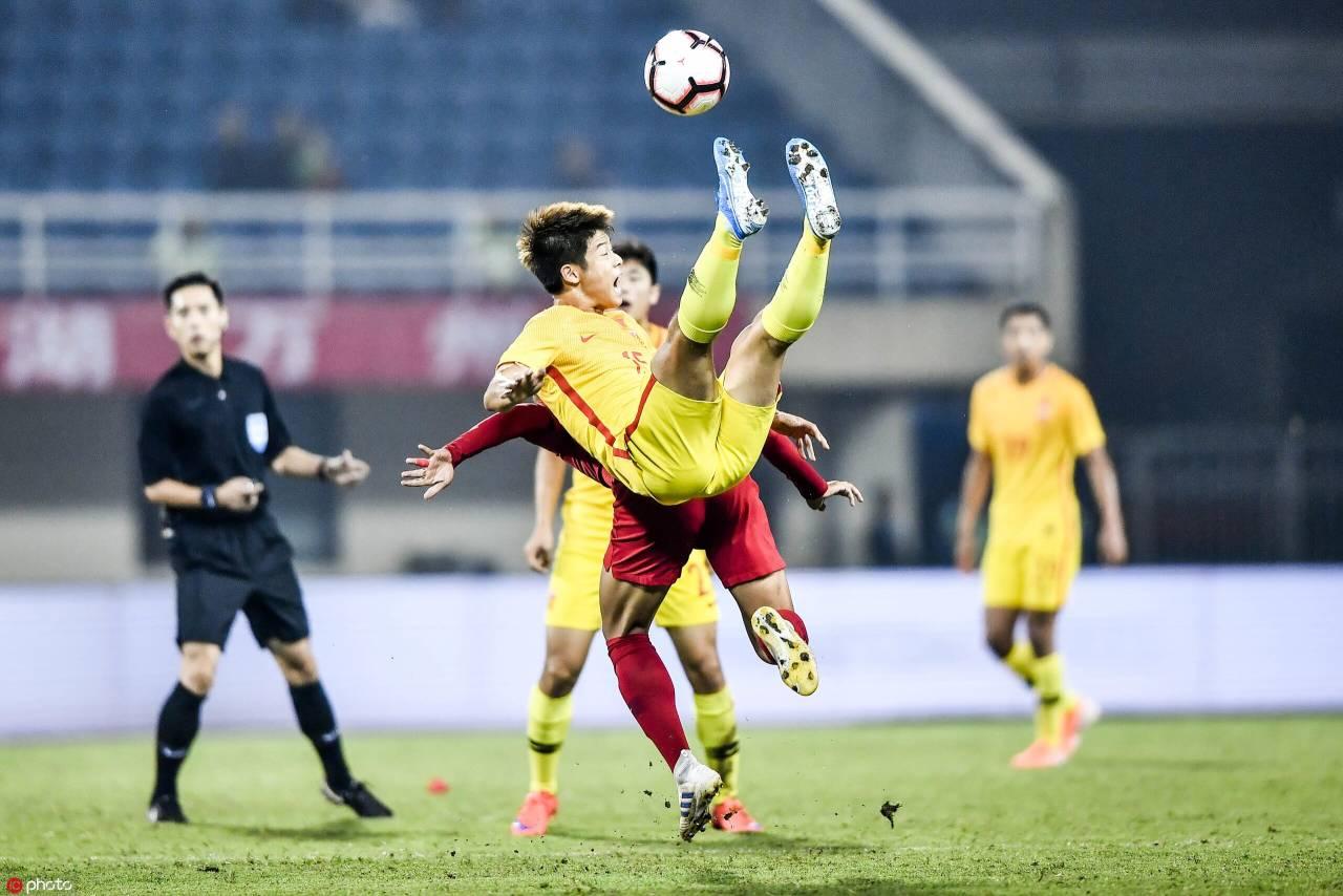 国奥四国赛:童磊世界波蒋圣龙染红,中国2-0印尼