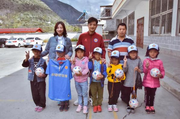 青年时报:中乙浙江毅腾向四川受灾地区学校捐赠足球
