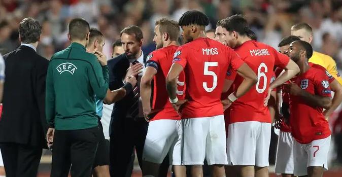 奥多伊:发生种族歧视让人难过,为英格兰球员感到自豪