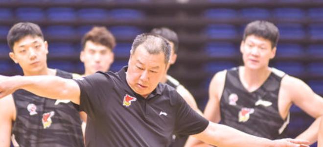 吴庆龙:季前赛可以检验夏训的成果,我们会认真对待