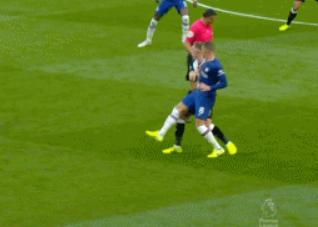 贾巴里-帕克 GIF:切尔西vs纽卡斯尔,裁判被球击中头部后倒地