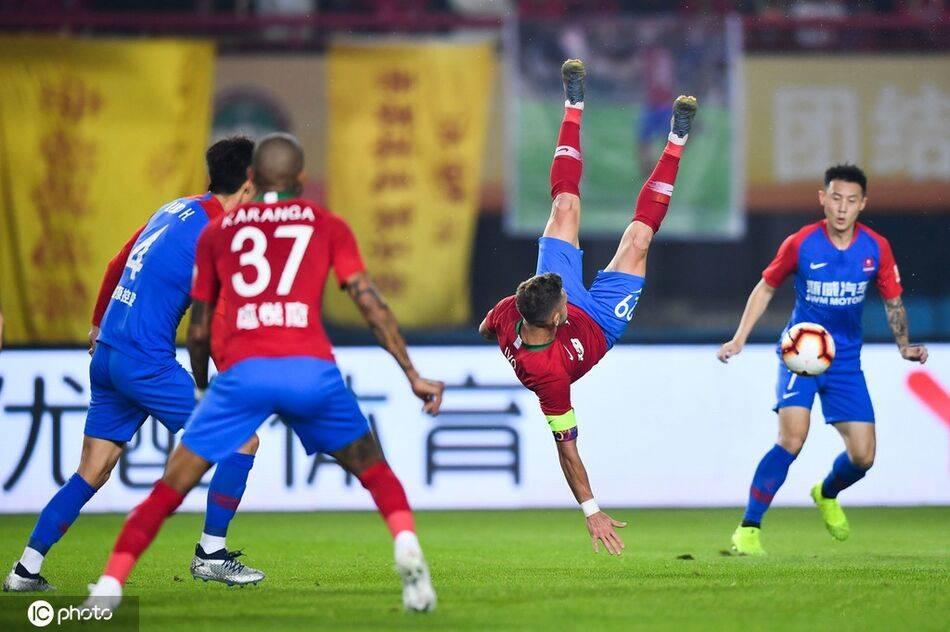 半场:巴索戈越位进球梅泽耶夫斯基造险,建业0-0重庆