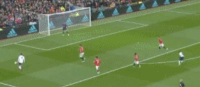 GIF:终场有点紧,菲尔米诺禁区内将球射向看台
