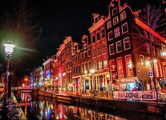 担心周中欧冠赛前球迷肇事,阿姆斯特丹出台临时禁酒令