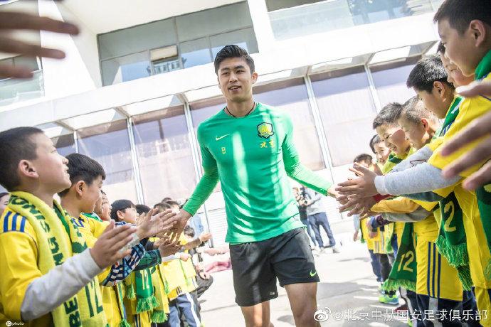张玉宁获国安8、9月最佳球员,俱乐部邀请球迷为其颁奖