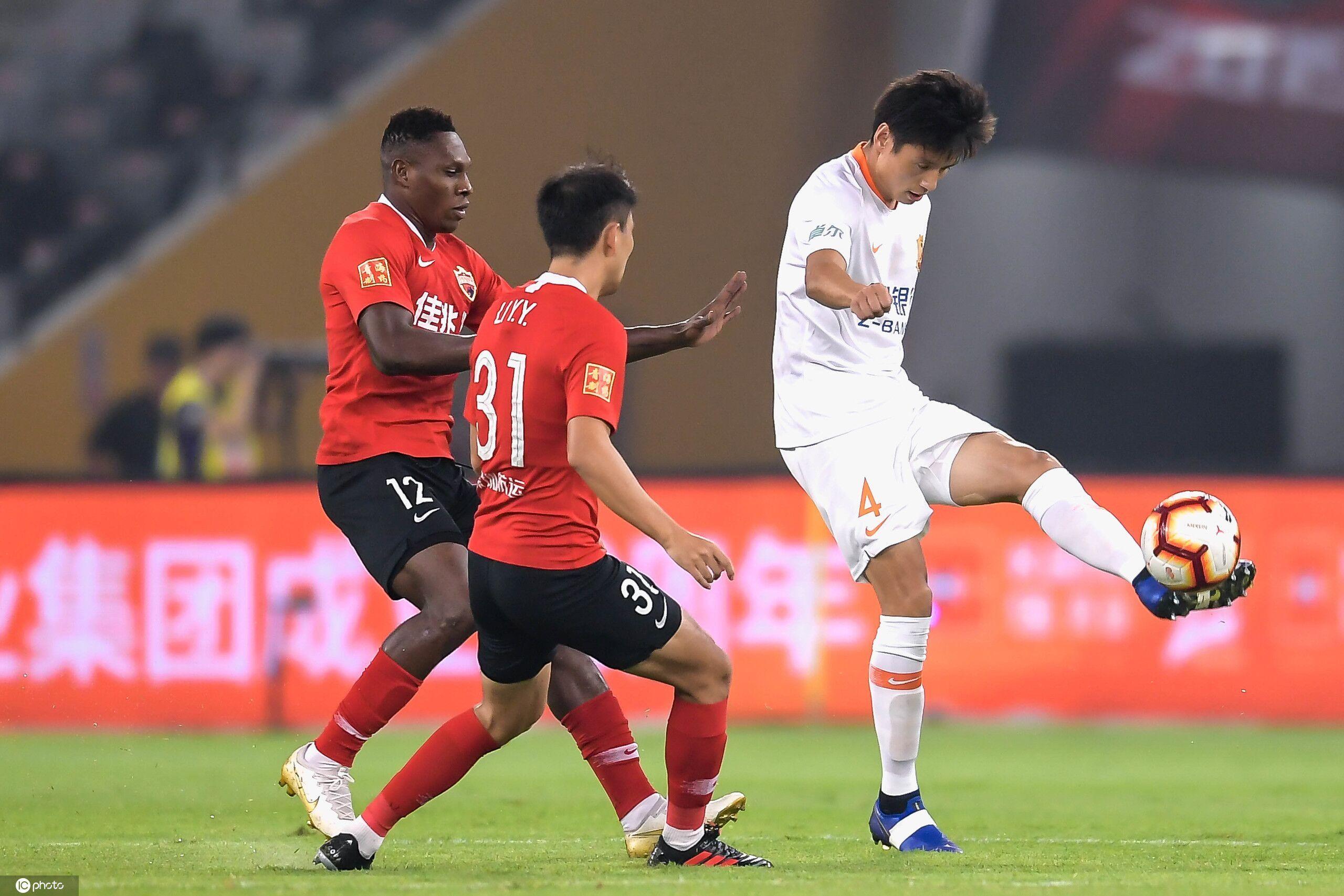 半场:拉斐尔王凯埃弗拉破门,深圳0-3卓尔