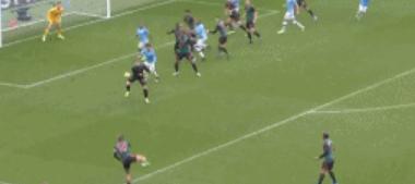 GIF:德布劳内传中球直接入网,曼城2-0维拉