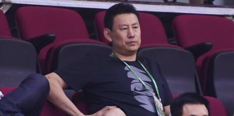 前国家队主帅李楠现场观战江苏队比赛