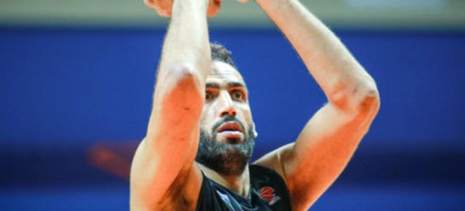 篮板狂魔,哈达迪三节抢下24个篮板,外加4次封盖
