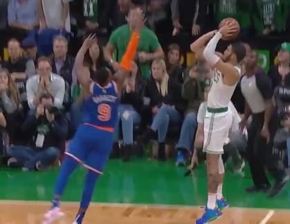 [视频]绝杀时刻!塔特姆接球跳投两分准绝杀尼克斯