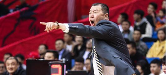 吴庆龙:亚当斯还需要磨合,要解决失误过多的问题