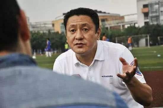 足球报:川足保级成功但前途未卜,马明宇为筹钱曾接广告