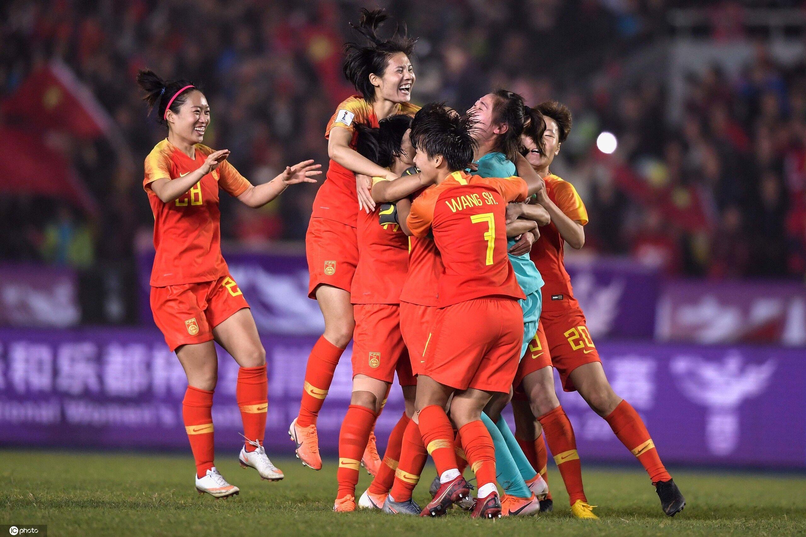 多女足国脚庆祝四国赛夺冠:尽力只能及格,拼命才干特出