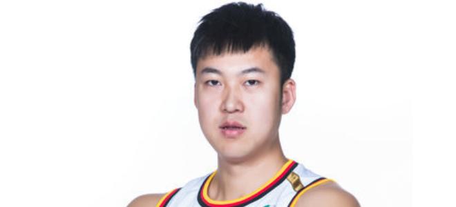 敢打敢拼!刘航初23分助八一队取得赛季首胜