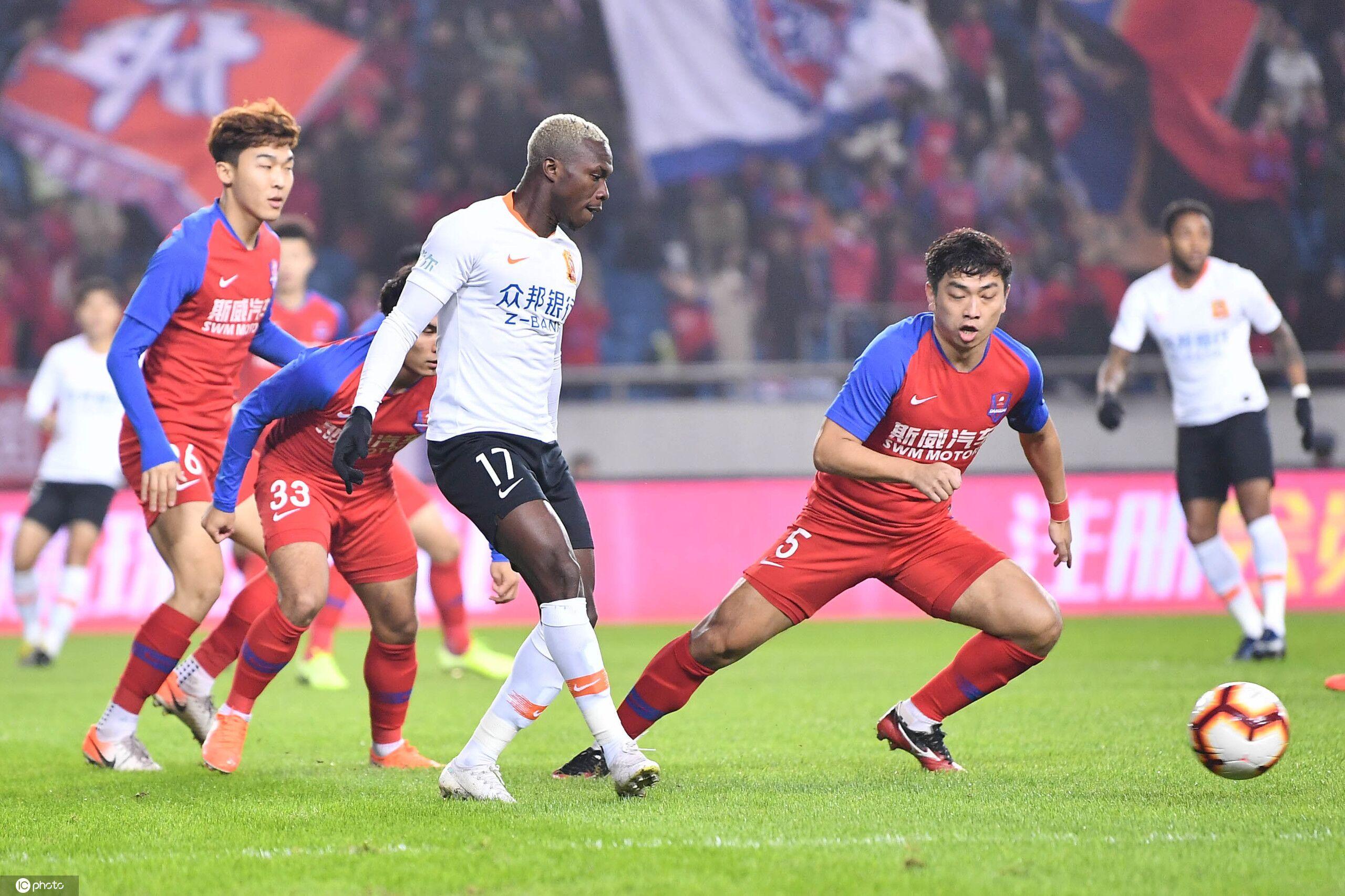 杨帅送点拉斐尔点射卓尔点球被吹,重庆0-1卓尔