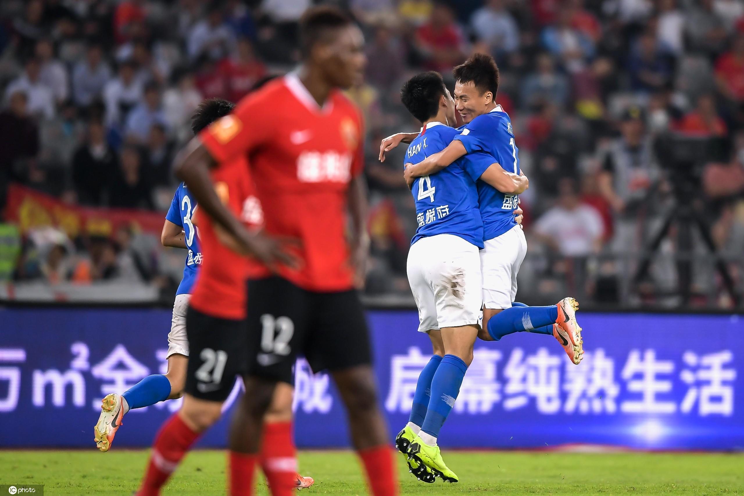 伊沃巴索戈两分钟连入2球,深圳3-3十人建业提前降级