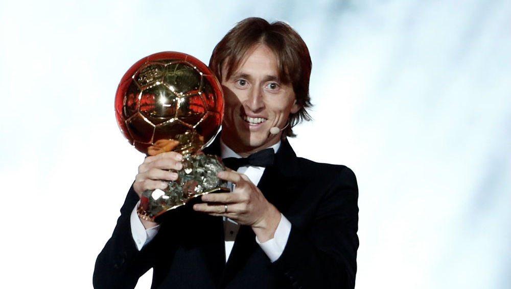 莫德里奇今晚前往巴黎,将为本年度金球奖得主颁奖