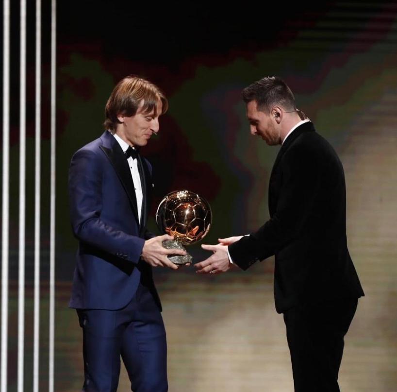 莫德里奇更推:足球不仅是获得胜利,还在于尊重队友对手