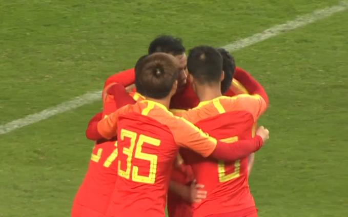 GIF:打破僵局!张凌峰低射破门,国奥1-0塔吉克斯坦