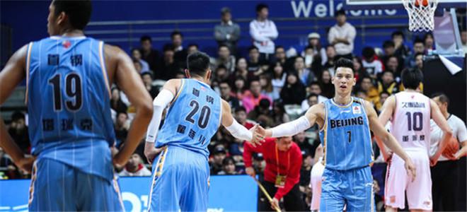北京男篮上半场得到45分,其中35分由本土球员得到