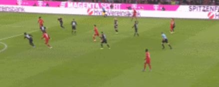 GIF:库蒂尼奥门前推射空门得手,拜仁扳平比分