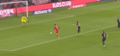 GIF:莱万半场结束前单刀破门,拜仁反超比分